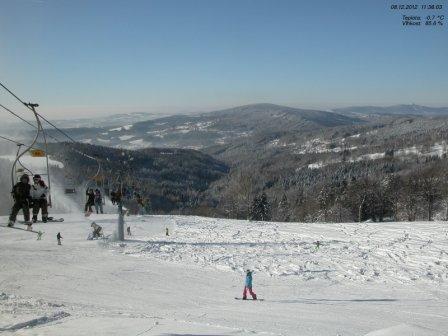 Sportovní centrum Rejdice a v pozadí vrcholy Jizerských hor - webkamera